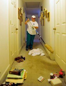 عمال شركة تنظيف بحائل